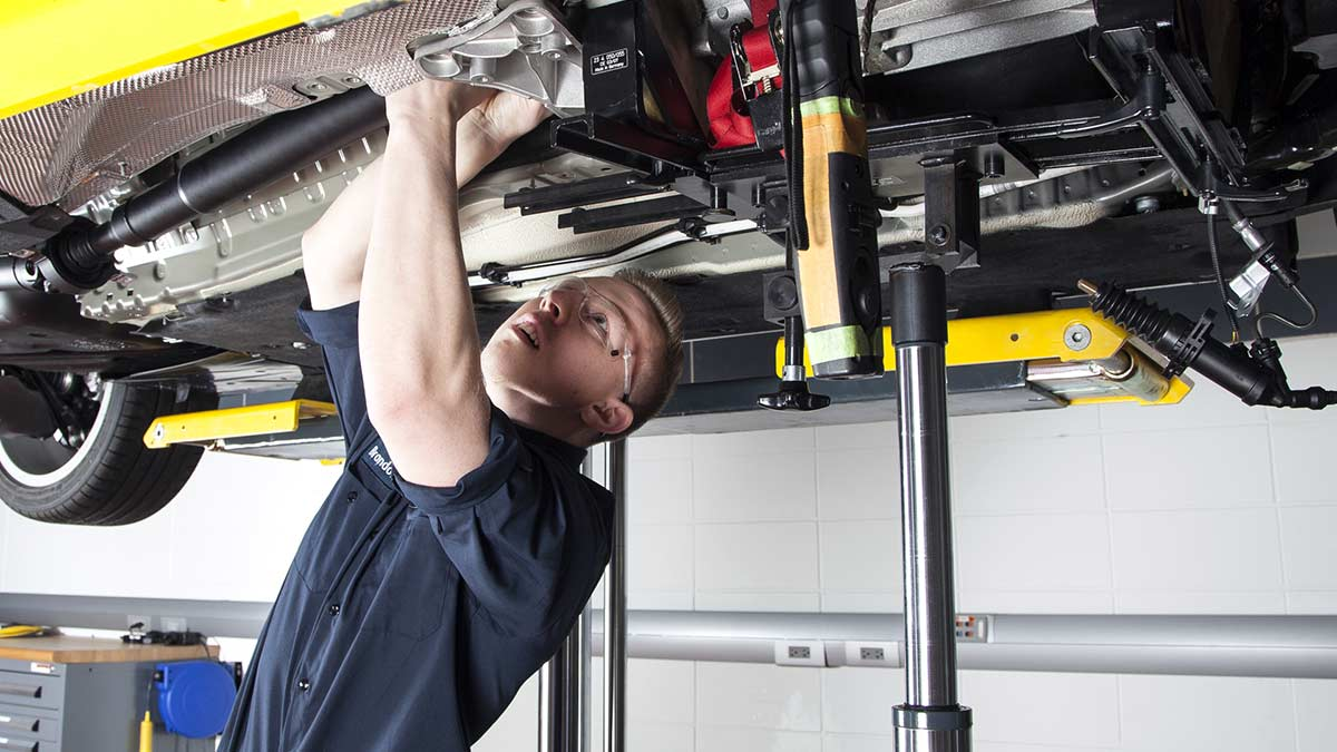 Become a BMW STEP Certified Technician.